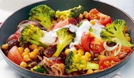 Broccoli cu rosii si naut