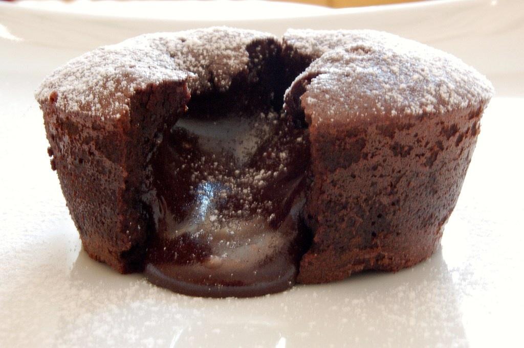 Tort cu interior de ciocolata lichida