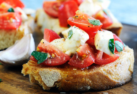 bruschetta-caprese-ricetta