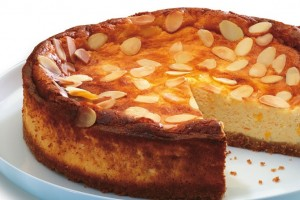 CHEESECAKE CU MIGDALE SI CAISE
